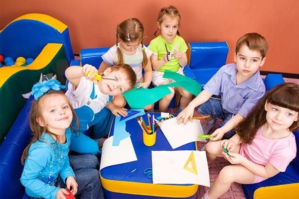 بازی های گروهی در کارگاه مادر و کودک